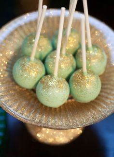 Mint and Gold glitter cake pops. Make your wedding rituals more sweeter with this delicious cake pops. Wedding Cake Pops, Wedding Cakes, Wedding Desserts, Barbecue Party, Gold Dessert Table, Glitter Cake, Gold Glitter, Glitter Uggs, Edible Glitter