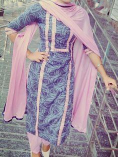 Salwar Neck Designs, Neck Designs For Suits, Kurta Neck Design, Dress Neck Designs, Kurta Designs Women, Stylish Dress Designs, Stylish Dresses, Pakistani Fashion Party Wear, Pakistani Dress Design