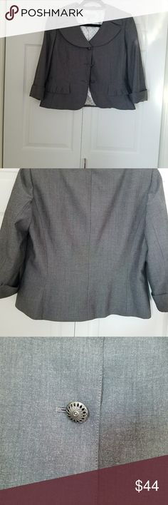 Tahari Arthur S. Levine Gray Blazer Jackey Jacket is in Excellent Condition Tahari Jackets & Coats Blazers