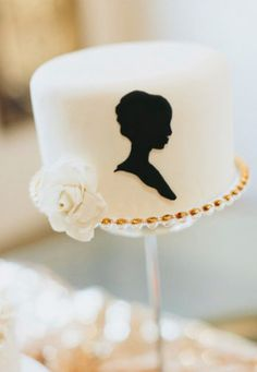 Wedding Cakes | Black, white and gold Cameo