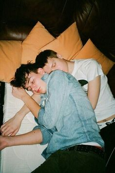 Lgbt Couples, Cute Gay Couples, Cute Couples Goals, Couple Goals, Gay Aesthetic, Couple Aesthetic, Gay Lindo, Photographie Portrait Inspiration, Pose Reference