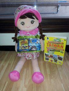 "Hallooo...我 叫 Dolfina..我 就是 可愛 的 小 姑娘。。呵呵呵呵。。↖( ̄▽ ̄"")  wo 穿 #Baju Buku Bertualang Ke Taiwan, #Kamu #gimana? ㄟ( ̄▽ ̄ㄟ)  #Have #a #Nice #Weekend #All 週末 快樂 大家  \^o^/  #Buku_Bertualang_ke_Taiwan #Terbitan #Gramedia #BKT #Rp 55.000"