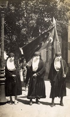 Egyptian nationalists demonstrate in Cairo, protesting British occupation, 1919.