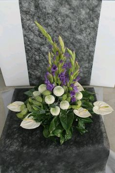 Gladiolus Arrangements, Creative Flower Arrangements, Funeral Flower Arrangements, Beautiful Flower Arrangements, Flower Centerpieces, Flower Decorations, Floral Arrangements, Beautiful Flowers, Altar Flowers