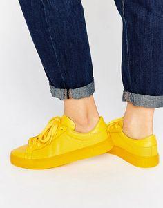 ¡Cómpralo ya!. Zapatillas de deporte amarillas Stan Super Colour de adidas Originals. Zapatillas de deporte de Adidas, Exterior de cuero auténtico, Paneles con perforaciones, Tobillo acolchado para mayor comodidad, Cierre de cordones, Diseño de logo de la marca, Suela plana gruesa, Limpiar con un paño, Exterior de 100% cuero auténtico. ACERCA DE ADIDAS Founded more than 60 years ago, Adidas is one of the most iconic streetwear brands in the world. Su incomparable capacidad para fusionar...