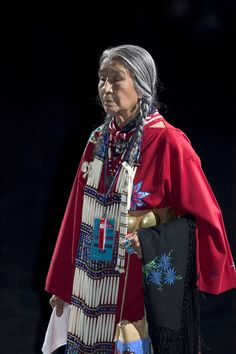 Native American Indian woman in traditional costume of her tribe. stunning attire and amazing face features- very beautiful old lady! Native American Dress, Native American Pictures, Native American Beauty, Native American History, Native American Indians, American Clothing, American Symbols, Navajo, Pow Wow