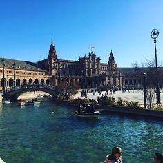 Reposting @theteflnomad: #plazadeespaña #sevilla #seville #sunshine #rowingboat #bridge #bluesky  #southernspain #travel #travelling #travelphoto #travelblog #travelblogger #wanderlust #globetrotter #travelgram #travelpic #explorer #instatravel #traveleurope #europe #tefl #teflteacher #teacher