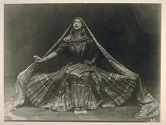 I heart Ruth St Denis: Her lines, her expression, her pioneering spirit, her orientalism are all sublime Danceness