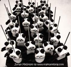 panda bear marshmallows and black j- jubes Panda Themed Party, Panda Birthday Party, Panda Party, Birthday Treats, Party Treats, Party Snacks, Baby Birthday, Panda Baby Showers, Panda Cakes