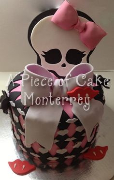 Monster High Cake Cake by claudiaegb