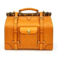 ラティーゴ・ハードレザーのボストンバッグ