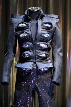 Planned 'Man in the Mirror' Outfit for the This Is It Tour Michael Jackson Jacket, Michael Jackson Outfits, Michael Jackson Costume, Michael Jackson Pics, Aaron Carter, Ballroom Dress, Gymnastics Leotards, Fashion Line, Suits