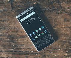 #inst10 #  ReGram @gikplusdo: Blackberry tiene un nuevo Android el Keyone... - El KeyOne es un teléfono atractivo con un sólido acabado tallado en aluminio y cubierto en Gorilla Glass 4 en la parte delantera. El LCD de 45 pulgadas tiene una relación de aspecto 3:2 y una resolución de 1620 x 1080 lo que significa que es tan nítida como debe ser. La cámara es de 12 megapíxeles y utiliza un sensor Sony con píxeles de 155 micras. -  Pantala: LCD de 45 pulgadas relación de aspecto 3:2 y…