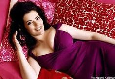 I sooooo love Nigella Lawson and think she a very inspiring person. She is also one gorgeous and sexy Mummy with stunning curves. You go girl!