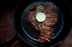 The Best Cast Iron Skillet Recipes - there is -nothing- like a steak seared in a savory butter in a scalding hot skillet. Ask the best chefs in the world, who never 'grill' a steak! Iron Skillet Recipes, Cast Iron Recipes, Skillet Meals, Skillet Steak, Skillet Cooking, French Butter Recipe, Carne Asada, Steak Recipes, Cooking Recipes