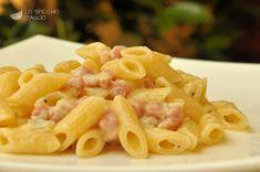La pasta Praga e Gorgonzola è un primo piatto dai sapori decisi, in cui l'aroma spiccato e intenso del Gorgonzola incontra quello affumicato del prosciutto cotto di Praga.