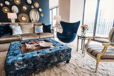 Blue Dining Room Decor - Does dining room table have to match buffet? Blue Dining Room Decor - How do you make an antique dining table look modern? Navy Blue Living Room, Dining Room Blue, Dining Table, Design Seeds, Living Room Mirrors, Living Room Chairs, Pottery Barn, Home Interior, Interior Design