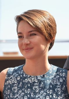 Shailene Woodley kept with her typical barely there makeup look and wore her hair swept to the side.