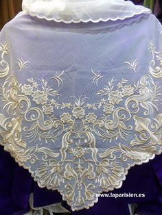 Bobiné. Cotton Bedding, Needle And Thread, Lace Shorts, Diy And Crafts, Embroidery, Showroom, Wedding, Patterns, Fashion