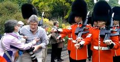 osCurve News: Queen's Guard push tourists out of the way while m...