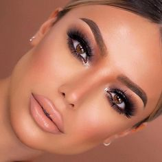 Buona sopracciglia = buona giornata 🙌 rocks in Dark Brown!Buona sopracciglia = buona giornata 🙌 rocks in Dark Brown! Makeup For Brown Eyes, Smokey Eye Makeup, Brown Smokey Eye, Dramatic Eyeshadow, Flawless Makeup, Gorgeous Makeup, Elegant Makeup, Dramatic Bridal Makeup, Makeup Tips