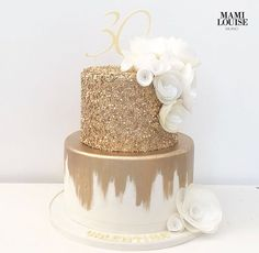 Love the look of the bottom layer 30th Birthday Cake For Women, Golden Birthday Cakes, 25th Birthday Cakes, White Birthday Cakes, 30th Birthday Parties, Birthday Woman, 30th Cake, Gold Birthday, Gold Cake