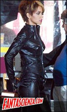 Halle Berry As Catwoman Batman Pinterest Catwoman Halle Berry