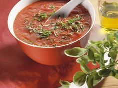 Sopa de tomate no estilo italiano - Suppen & Co. Paleo Recipes, Soup Recipes, Snack Recipes, Italy Food, Cooking On The Grill, Tomato Soup, Eat Smarter, Food Design, Soups And Stews