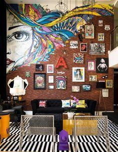15 colorful rooms that will give life to your sad apartment 15 Salas coloridas que le darán vida a tu triste apartamento 15 colorful rooms that will give life to your sad apartment Decoration Inspiration, Decoration Design, Decor Interior Design, Interior Decorating, Decorating Games, Decorating Websites, Luxury Interior, Decor Ideas, Pop Art Design