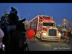 Doslova davy lidí obléhaly dnes v podvečer parkoviště u nákupního centra na Rokycanské třídě. Vše způsobil příjezd vánočního kamionu Coca Coly.