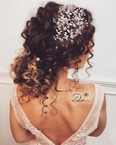 Curly bridal hair, hair wedding, wedding braids, wedding hairstyles for cur Curly Bridal Hair, Wedding Hairstyles For Curly Hair, Updo Curly, Curly Hair Styles Wedding, Naturally Curly Updo, Bridesmaid Hair Curly, Braids For Curly Hair, Natural Hair Styles, Short Hair Styles