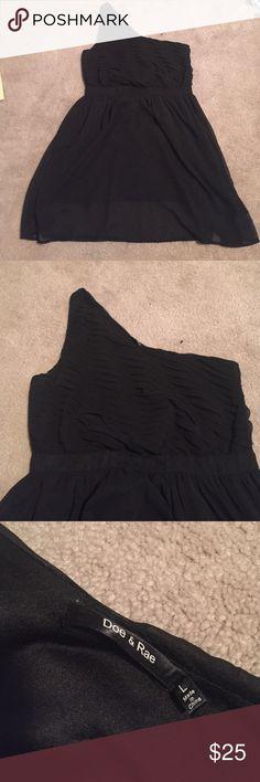 Only worn once. Doe and Rae black dress. Only worn once! Like new LBD!!! Doe & Rae Dresses One Shoulder
