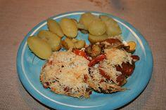 Zutaten für  Gratinierte Melanzani und Tomaten: 4 Tomaten, 1 Melanzani, 15 dag Parmesan, 4 EL Öl. Zubereitung Gratinierte Melanzani und Tomaten: 1… Parmesan, Grains, Rice, Food, Cilantro, Kochen, Food Food, Meal, Essen