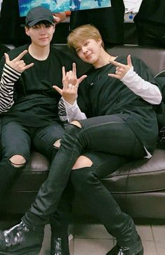 Min Yoongi is a famous rapper. Park Jimin runs a fan account dedicated to said rapper. Maybe Jimin will become more than just a fan. [side ships: Namjin and T. Foto Bts, K Pop, Park Jimim, Taehyung, Rapper, Bts Pictures, Photos, Min Suga, Jikook