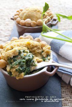 Una ricetta fresca e veloce, ma allo stesso tempo davvero golosa!. Pasticciotti (monoporzione) ai ceci con cuore fondente di spinaci e stracchino morbido.