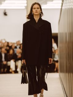 Phoebe Philo serves up a collection of boxy tailoring, full-skirted midis and mismatched shoes.