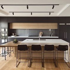 Melbourne residence Alta Architecture © Our Media Design Studio #architecture #archidaily #archilovers #instarchitecture #kitchen #instakitchen #kitchendesign #interiordesign #instadesign #interiors #altaarchitecture