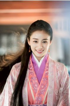 Kim Tae Hee looks exquisite in Chinese historical drama