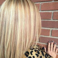 Warm highlights and lowlights.like the blonde she has Warm Highlights, Blonde Highlights, Summer Hairstyles, Cool Hairstyles, Beautiful Hair Color, New Hair Colors, Hair Colour, Hair Photo, Prom Hair