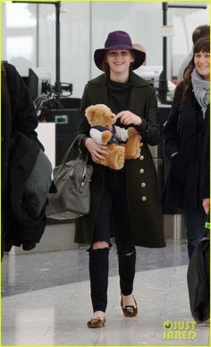Jennifer Lawrence: Teddy Bear Departure in London!: Photo Jennifer Lawrence holds on to a cute stuffed teddy bear while making her way into Heathrow Airport for a departing flight on Monday (February in London, England. Jennifer Lawrence Style, Winter Hats, Winter Jackets, Just Jared Jr, Rugged Look, Jessica Chastain, Airport Style, Best Actress, Canada Goose Jackets