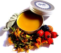 7 Herbal Lip balm / Herbal ingredients: erysipelas, marigold, wild sloes, rosehips, hazelnut leaf, nut leaf, sage, others: essential oils / 100% natural organic product / Giselle et Vous.