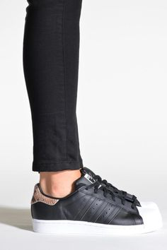 best service f39a7 dc908 Baskets noires Adidas Originals Superstar W, 90€ sur Sarenza.com Adidas  Originals,