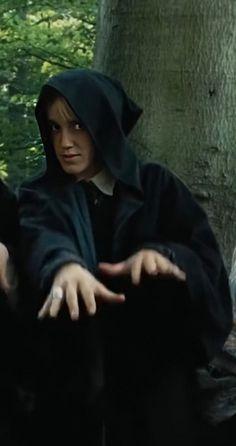 Harry Potter Pictures, Harry Potter Fandom, Harry Potter Characters, Harry Potter World, Mundo Harry Potter, Harry Potter Draco Malfoy, Draco Malfoy Imagines, Fantasy Magic, Draco Malfoy Aesthetic