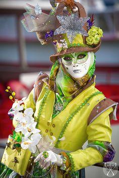 Rien que pour vos yeux... Venice Carnival Costumes, Venetian Carnival Masks, Mardi Gras Carnival, Mardi Gras Costumes, Carnival Of Venice, Day Of Dead, Royal Ballet, Dark Fantasy Art, Costume Venitien