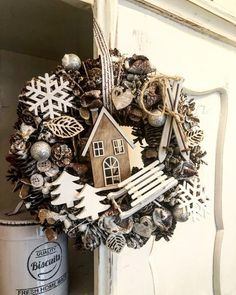 Dekoration Weihnachten - Cute, nice, so much nature in this Christmas wreath Rose Gold Christmas Decorations, Christmas Advent Wreath, Christmas Mood, Christmas Makes, Diy Christmas Gifts, Rustic Christmas, Christmas Inspiration, Nature, Painted Pinecones
