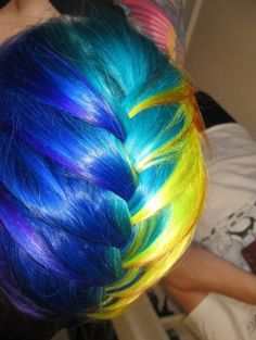 This is so cool! I wish I could do this to my hair!