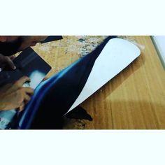 """Primeira parte por @willartferreira do """"speed paint"""" do processo de customização de shape. • #speedart #painting #spraycanart #spraypainting #timelapse #flowmotion #art #videoart #artwork #custom #skatedeck #kustonpaint #sk8 @artfidovideo @mtncolors @montana_colors @zupimag @artistic_share @artists_magazine @colorginarteurbana @arts_mag"""