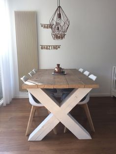 Pin van Надя op сделать in 2020 Dinning Room Tables, Diy Dining Table, Rustic Table, Farmhouse Table, Rustic Kitchen, Wood Table, Furniture Plans, Wood Furniture, Furniture Design