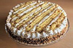 La torta chantilly è una torta perfetta per festeggiare un compleanno, la cui base è un morbido pan di Spagna farcito con una delicata crema chantilly