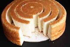So many great decorative cake ideas i could spend all week trying them all (if the boys would let me!) Tartas, Galletas Decoradas y Cupcakes: Decoración de Bizcochos: Surprise Inside Cake